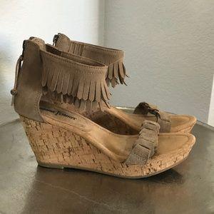 (EC) Minnetonka suede leather fringe wedge sandals